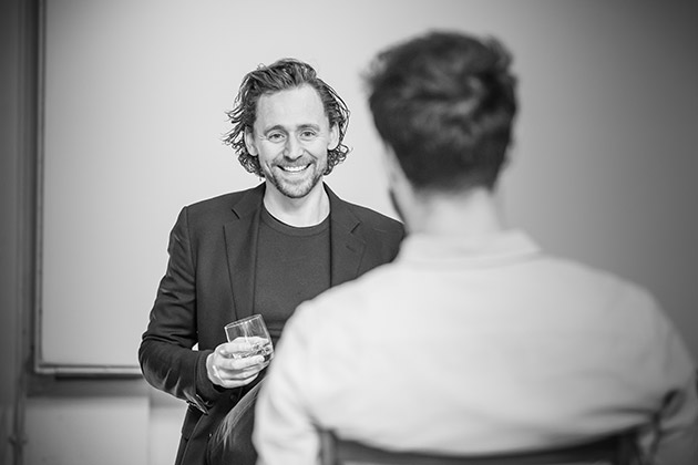 l-r Tom Hiddleston and Charlie Cox in rehearsal for 'Betrayal'.  ©Marc Brenner
