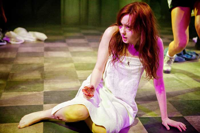 Evelyn Hoskins as Carrie