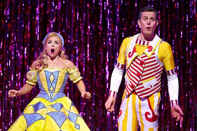 l-r-Sophie-Isaacs-Goldilocks-and-Matt-Baker-Joey-the-Clown-in-Goldilocks-and-The-Three-Bears-at-The-London-Palladium.-Photo-by-Paul-Coltas