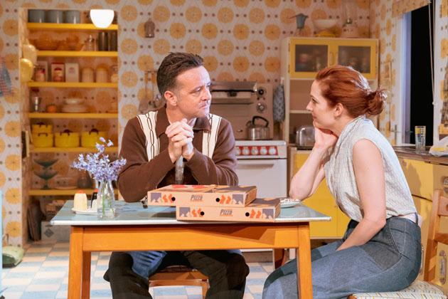 Richard Harrington as Johnny and Katherine Parkinson as Judy in Home, I'm Darling (c) Manuel Harlan