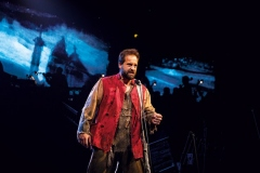 Alfie-Boe-as-Jean-Valjean-Photograph-Matt-Murphy
