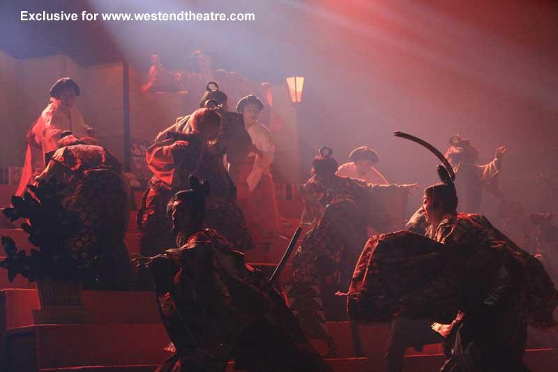 Ninagawa Company Hamlet 1