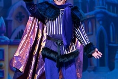 Snow-White-at-The-London-Palladium-NIGEL-HAVERS-AS-THE-UNDERSTUDY-Photo-Paul-Coltas