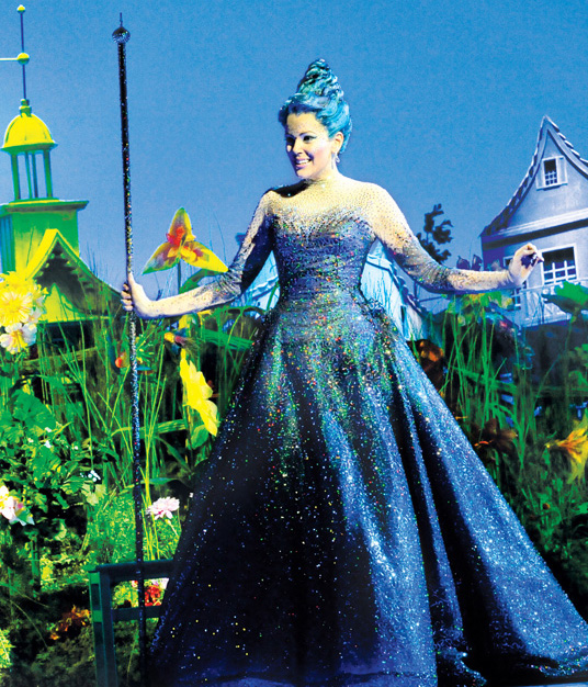 Emily Tierney as Glinda in The Wizard of Oz