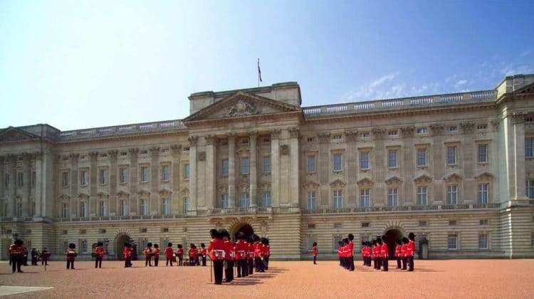 attraction_buckingham-palace-state-rooms