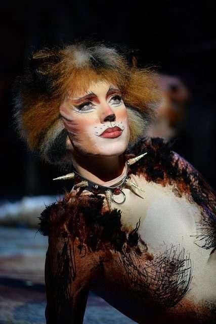 Emma-Lee-Clark-(Bombalurina)-in-Cats,-photo-Alessandro-Pinna