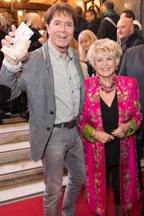 Cliff Richard & Gloria Hunniford | Photo: Craig Sugden | In Pictures: Cinderella opening night at London Palladium