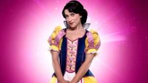 Danielle Hope as Snow White.