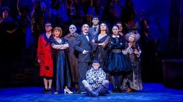 The 2017 cast of THE ADDAMS FAMILY